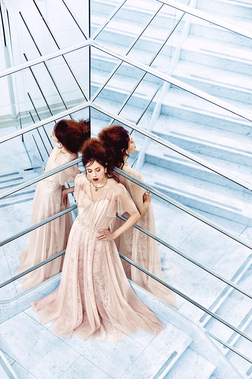 Společenské šaty - krajka James Hare, tyl, kameny Preciosa<br>foto - Ondřej Košík, makeup and hair - Natálie Hostačná, šperky - Style Avenue<br>hotel Boscolo Prague